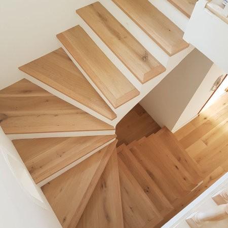 Escalier avec marches en bois