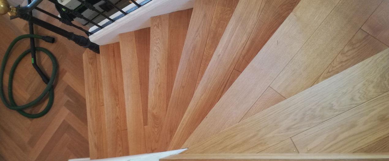 Escalier avec habillage des marches en bois
