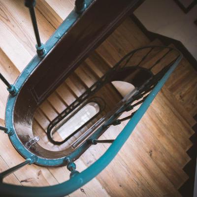 Vernissage escalier après ponçage