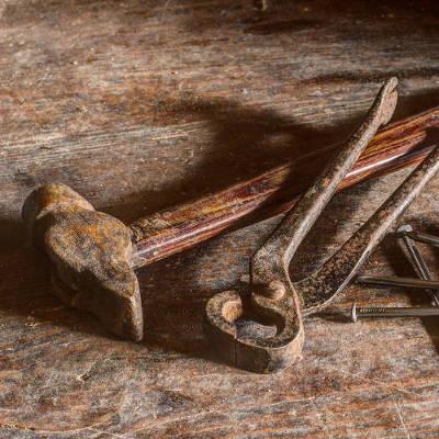 Une réparation de lames de parquet endommagées