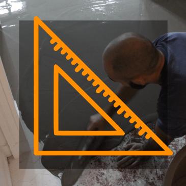 Ragréage pour préparer le support à la pose d'un revêtement de sol en bois.